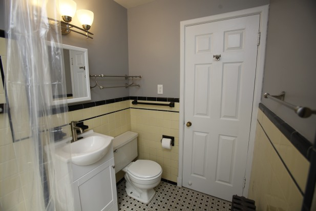 413-apt-2-bathroom-07