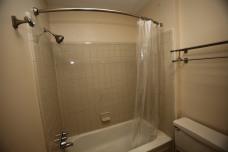 526-s-division-apt-9-bathroom-02