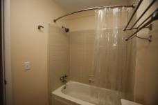 526-s-division-apt-9-bathroom-03