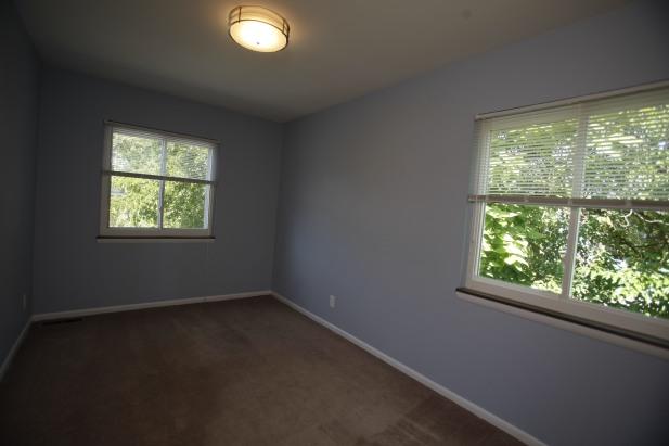 526-s-division-apt-9-bedroom-02