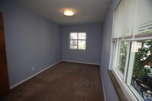 526-s-division-apt-9-bedroom-03