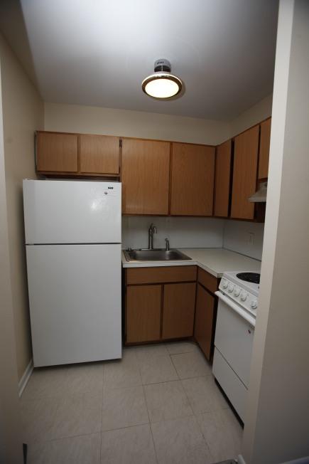 526-s-division-apt-9-kitchen-02