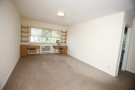526-s-division-apt-9-living-room-01