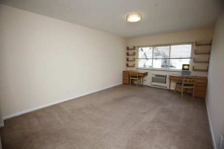 526-s-division-apt-9-living-room-02